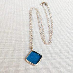 modry cinovany nahrdelnik