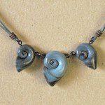 tmavošedý náhrdelník z fima