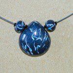 tmavomodrý náhrdelník z fima