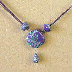fialový náhrdelník fimo