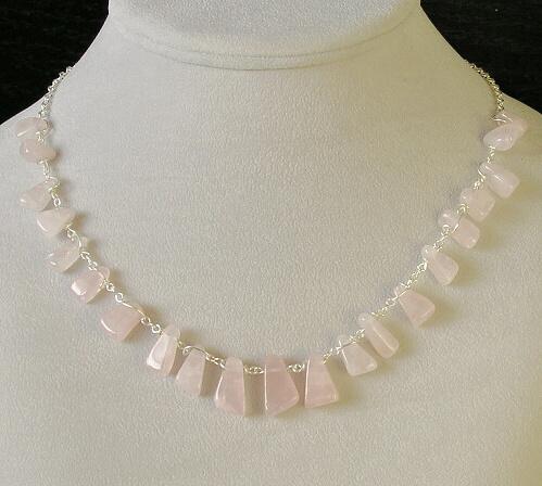 náhrdelník růženín a postříbřený drát