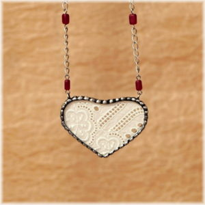 srdce cinovany nahrdelnik vintage krajka