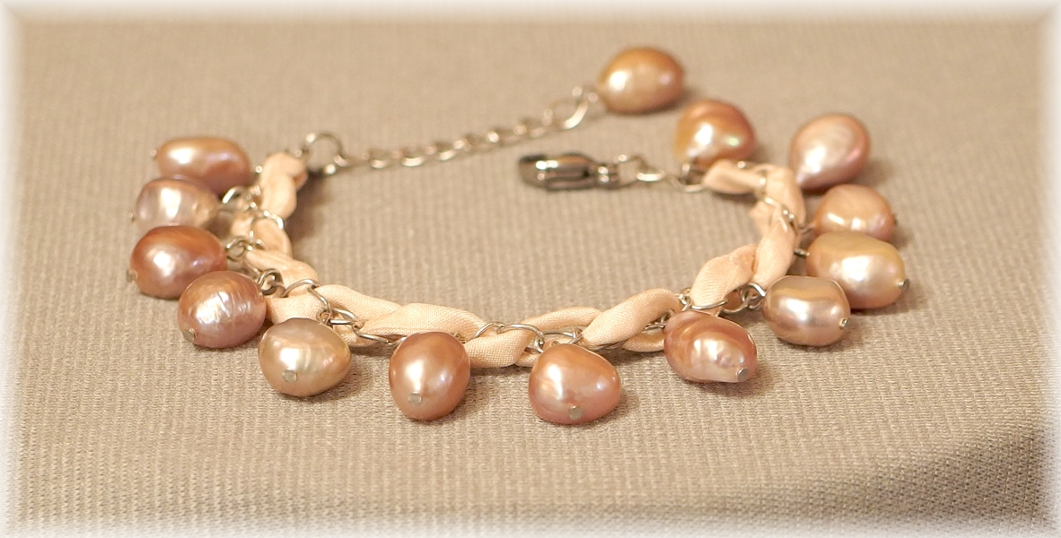 naramek z perel a hedvabi romanticky